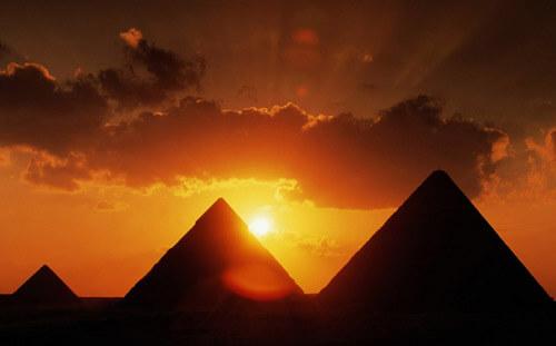 9. Pyramids of Giza GÇô El Giza, Egypt